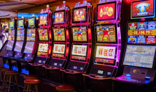 Play and Enjoy the Thrills of Online Casino Slot Machines
